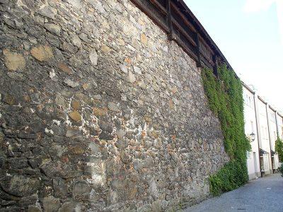 Historische Stadtmauer in Deggendorf | Sehenswürdigkeit